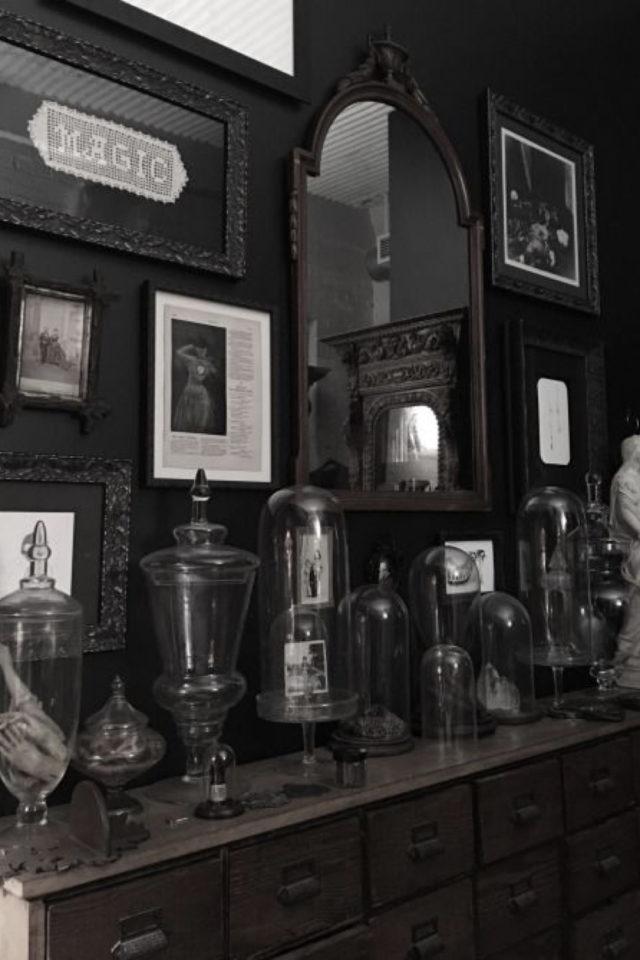 deco rock cabinet curiosite exemple salon noir decor mural et objet collection