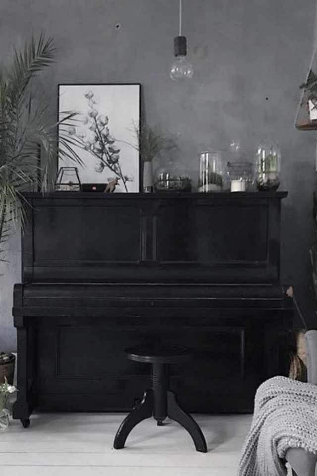 deco rock cabinet curiosite exemple dessus de piano mur en béton ciré