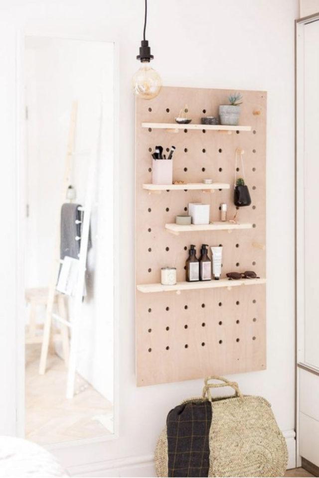 decoration amenagement cuisine pegboard bois classique petit pan de mur fonctionnel