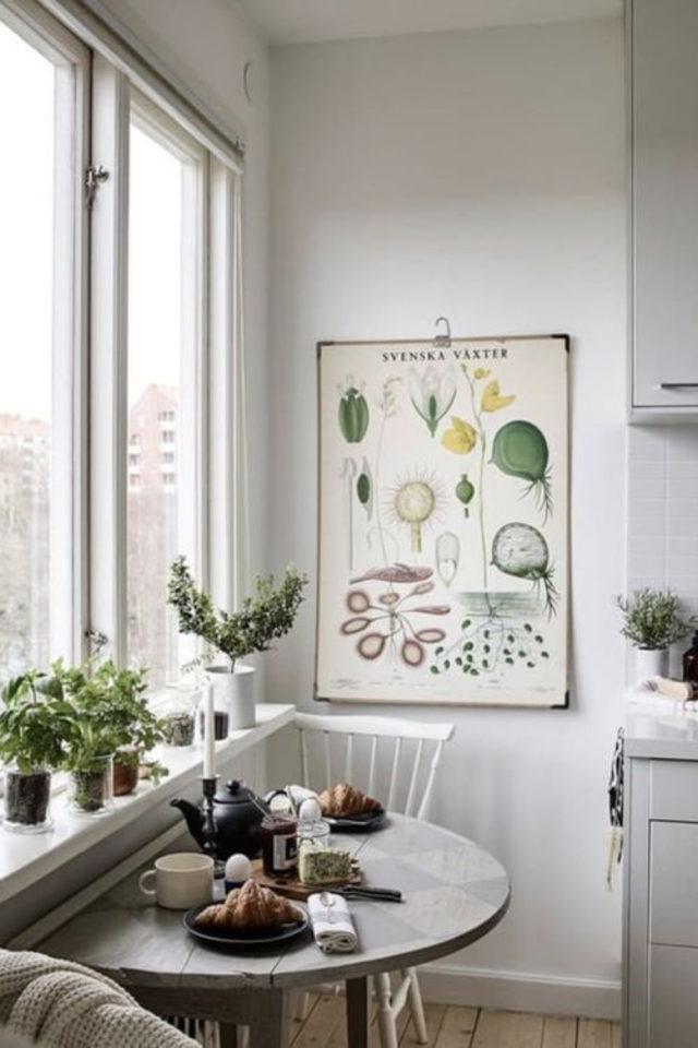 espace repas petite cuisine exemple lumière naturelle fenêtre table demi cercle