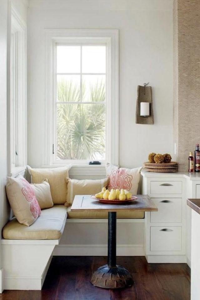 espace repas petite cuisine exemple banquette coin angle coussin fenêtre