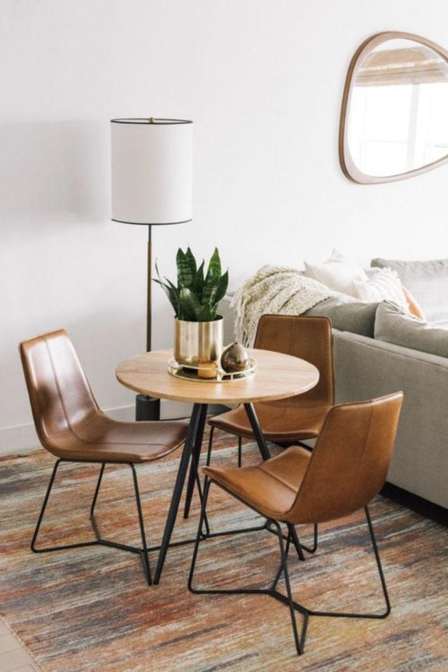 espace repas petite piece a vivre exemple salon canapé table ronde en bois table en cuir moderne