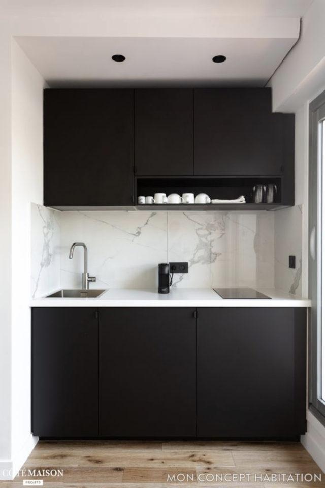 exemple choix couleur petite cuisine noir moderne minimaliste marbre crédence