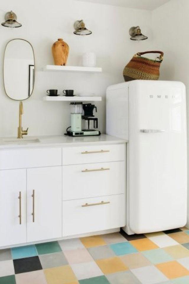 exemple choix couleur petite cuisine laiton blanc élégant lumineux