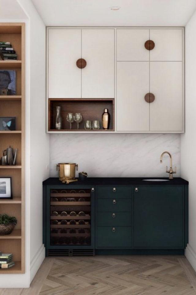 exemple choix couleur petite cuisine meuble bas vert foncé sapin bouteille ambiance élégante