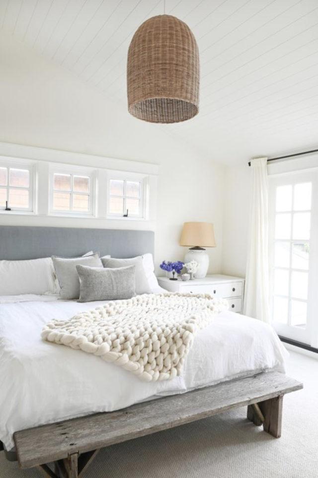 exemple deco chambre bord de mer tête de lit tissus suspension naturelle mur blanc