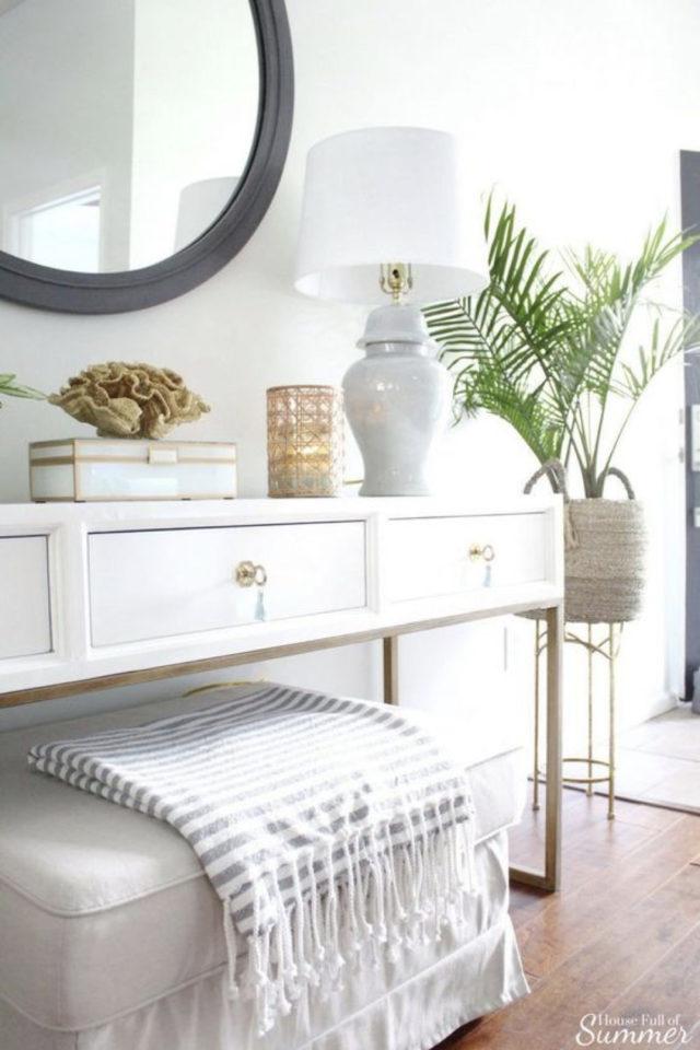 exemple deco chambre bord de mer détail décoration coiffeuse console marbre