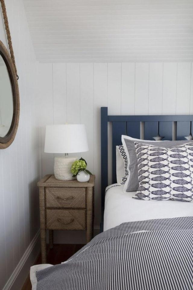 exemple deco chambre bord de mer tête de lit bleu décor simple