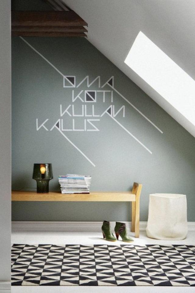 exemple deco masking tape pas cher palier combles mansarde mur coloré vert prénom enfant famille