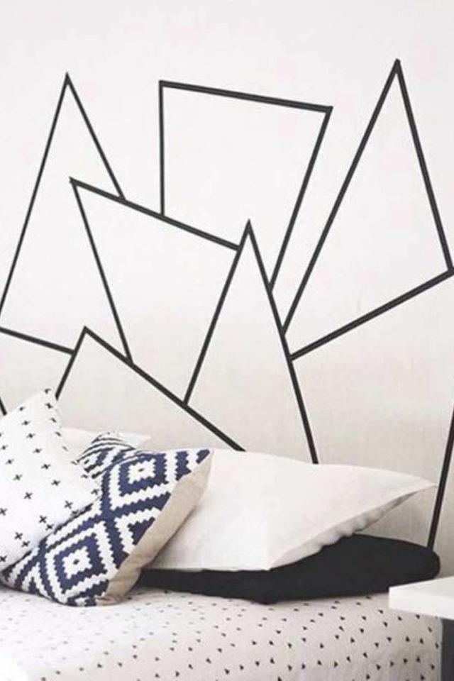 exemple deco masking tape pas cher tête de lit facile à faire DIY noir blanc gain de place petite chambre