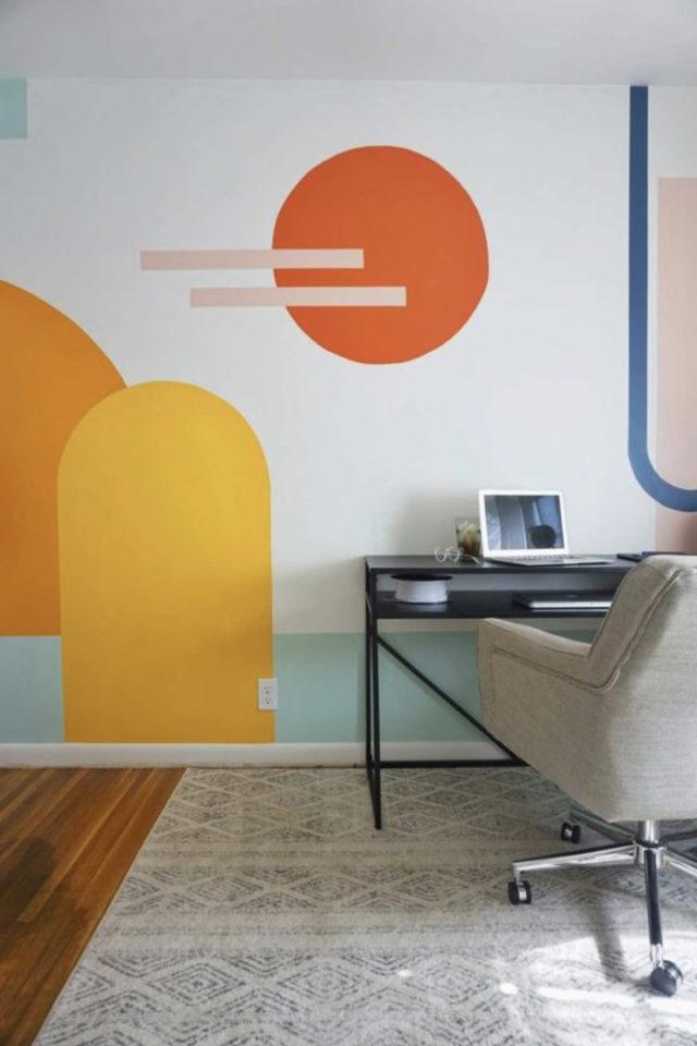 exemple peinture murale originale décor fresque murale couleur acidulée vitaminée jaune orange bleu aqua géométrie simple
