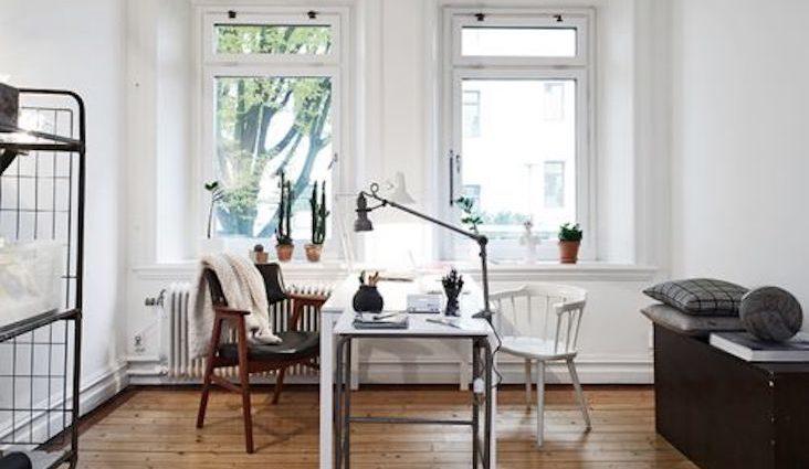 idee decoration bureau maison blog deco blanc couleur noir lampe luminaire espace travail télétravail