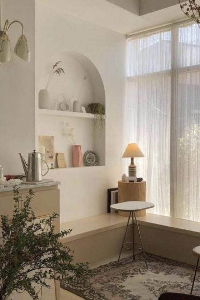 interieur aesthetic fenetre deco rideau voilage blanc ambiance tamisée étagère riviera