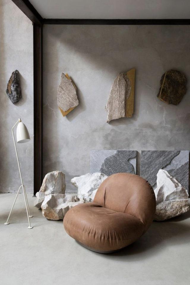 interieur fauteuil design courbes cuir salon gris wabi sabi béton ciré