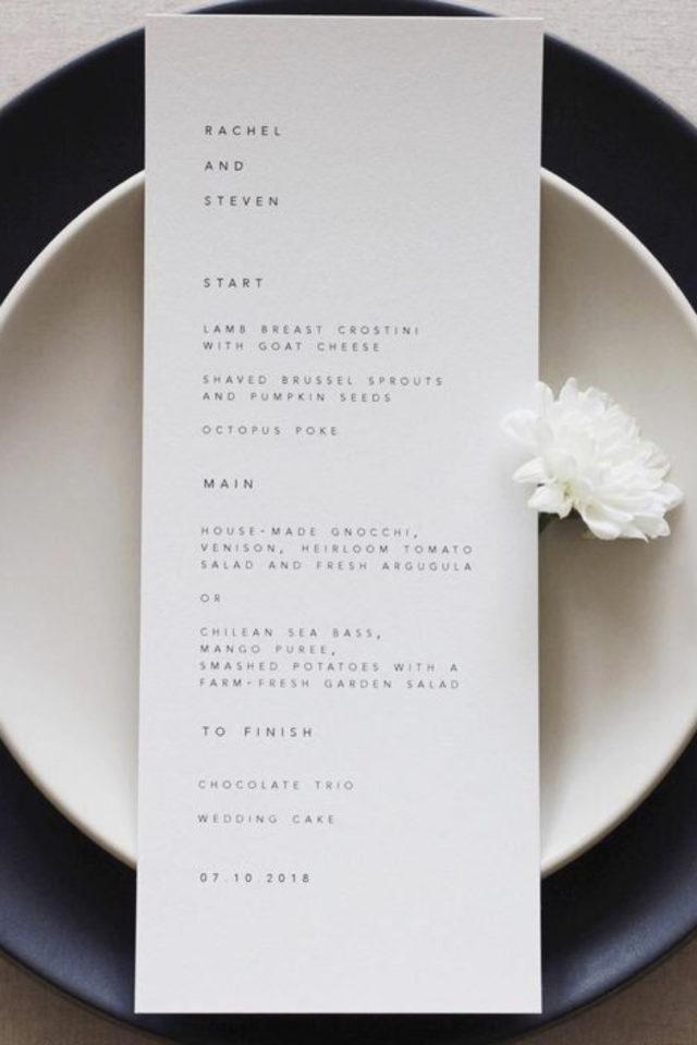 menu mariage design minimaliste exemple simplicité petite fleur blanche