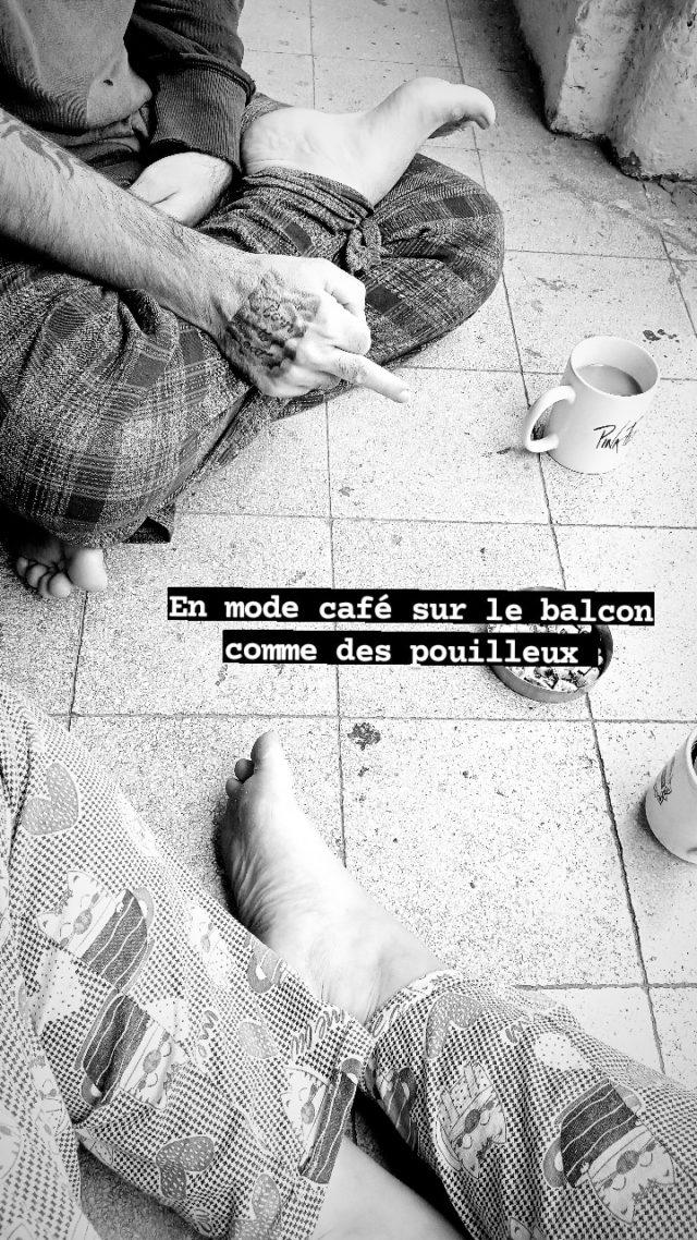 nomade egypte quotidien 2021 instant de vie balcon café clope pieds