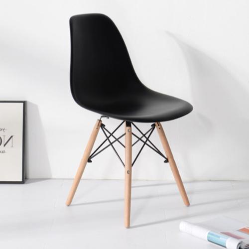 ou trouver chaise cuisine moins 50 euros scandinave moderne noir pied eiffel