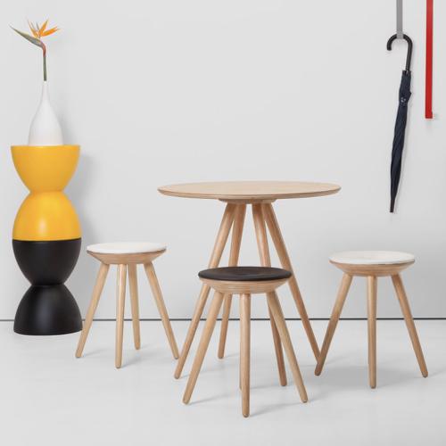 ou trouver petite table coin repas design moderne bois rond pied oblique