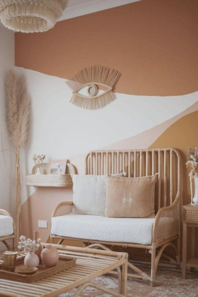 peinture murale originale exemple moderne tendance couleur douce blanc pêche abricot nude salon slow rotin