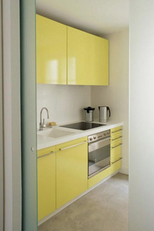 petite cuisine couleur exemple façade meuble jaune laqué