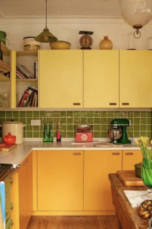 petite cuisine couleur exemple couleur jaune crédence vert citron