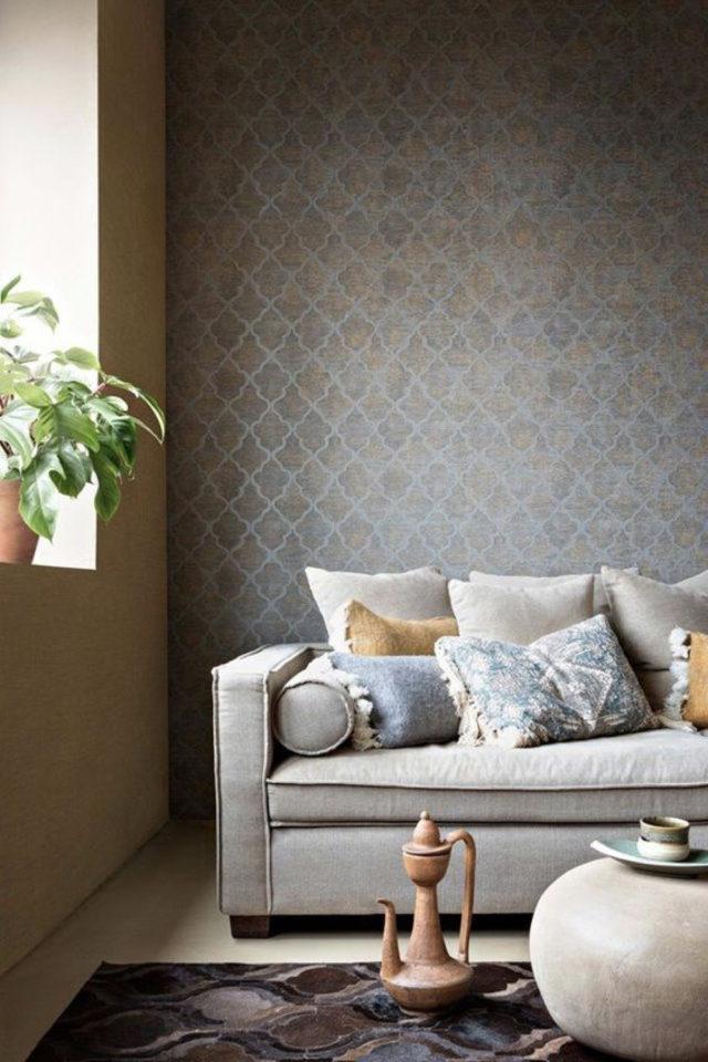 petite piece papier peint exemple ambiance intime douce salon séjour foncé sombre
