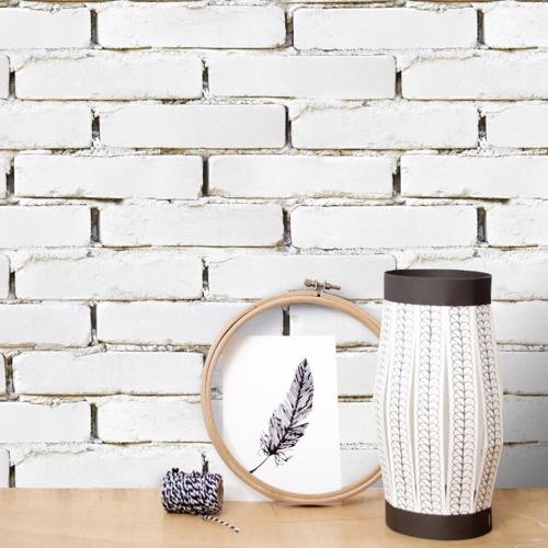 petite piece papier peint idee matière brique blanche peintes