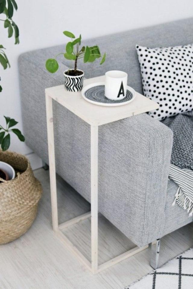 salon bout canape exemple tablette repas pratique gain de place petit salon moderne