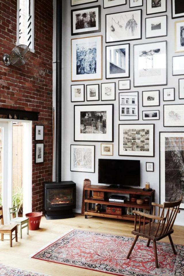 salon decoration style masculin exemple esprit loft mur brique meuble télé cadres déco murale tendance