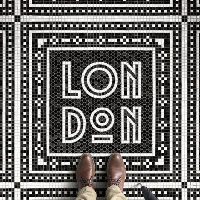 sol mosaique nom ville noir et blanc art déco Londres