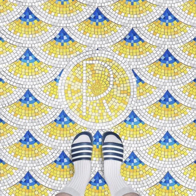 sol mosaique nom ville jaune bleu blanc vacances piscine