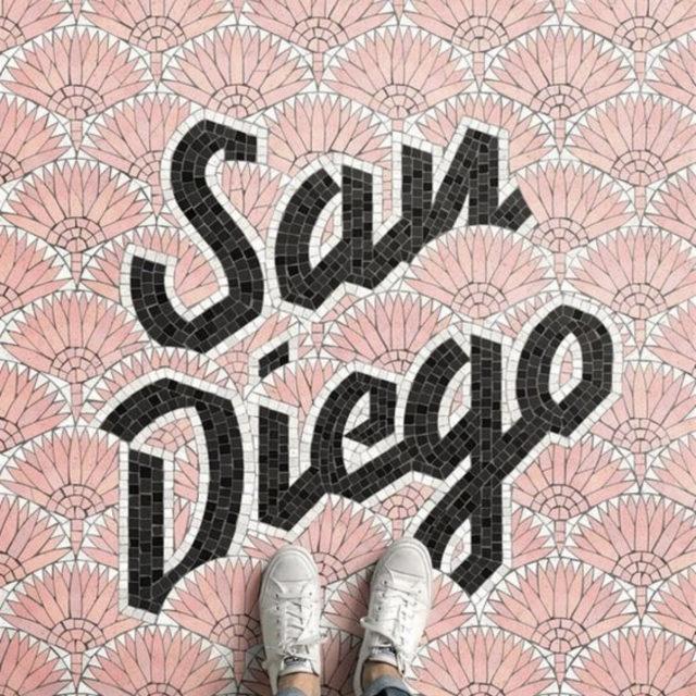 sol mosaique nom ville rose blanc noir San Diego