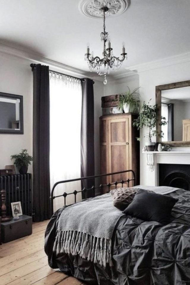 chambre a coucher style masculin exemple couleur dominante blanc avec accessoires sombre rideaux linge de lit armature lit métal noir