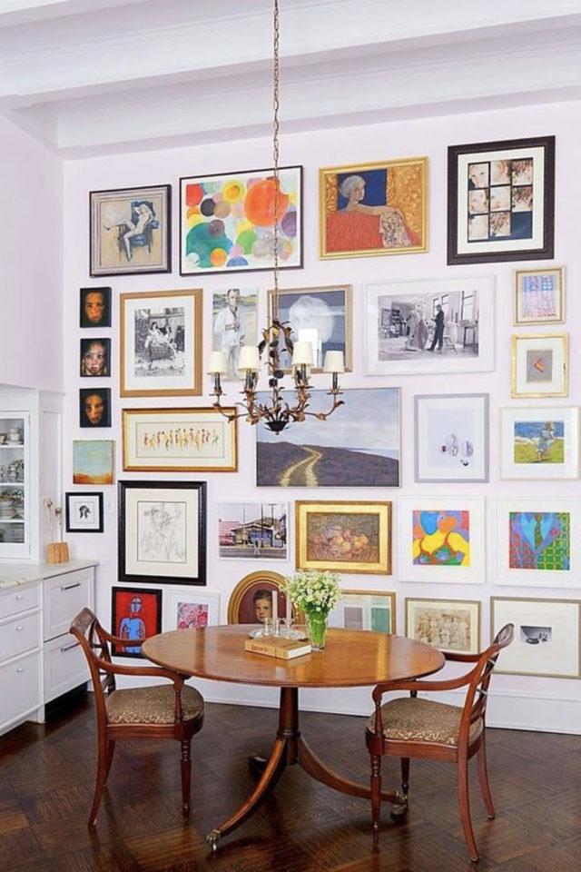 coin repas decoration vintage exemple table ronde en bois pied central décoration murale cadre
