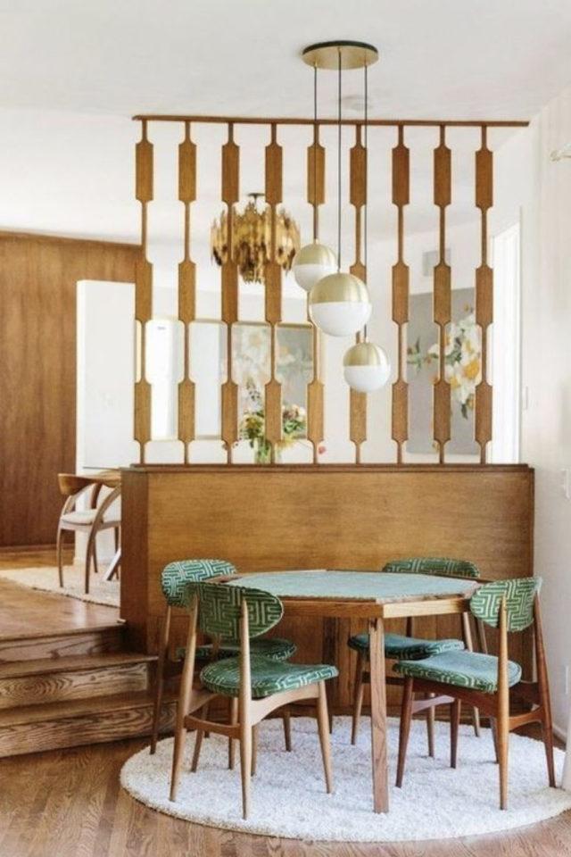 coin repas decoration vintage exemple claustra style mid century en bois chaise et table mcm vert et bois