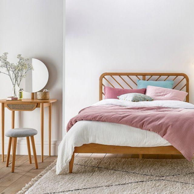 collection iconique la redoute joli lit en chêne avec tête de lit simple mais déco