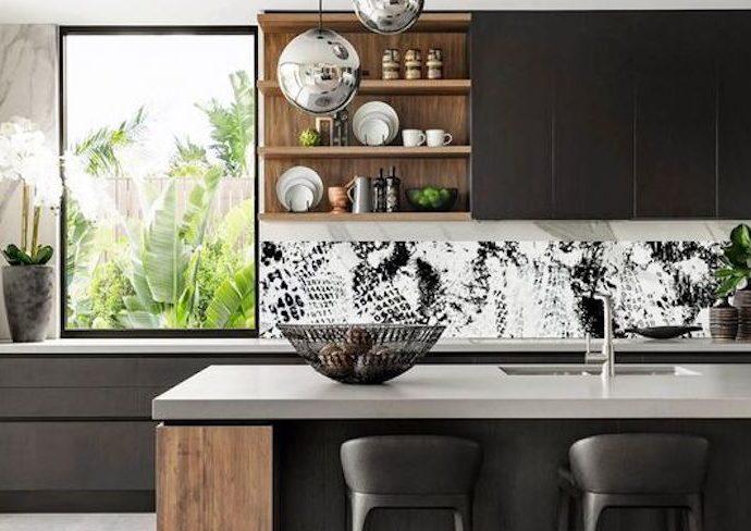 conseil cuisine plus lumineuse couleur meuble mur agencement rénovation mobilier verrière clarté lumière naturelle