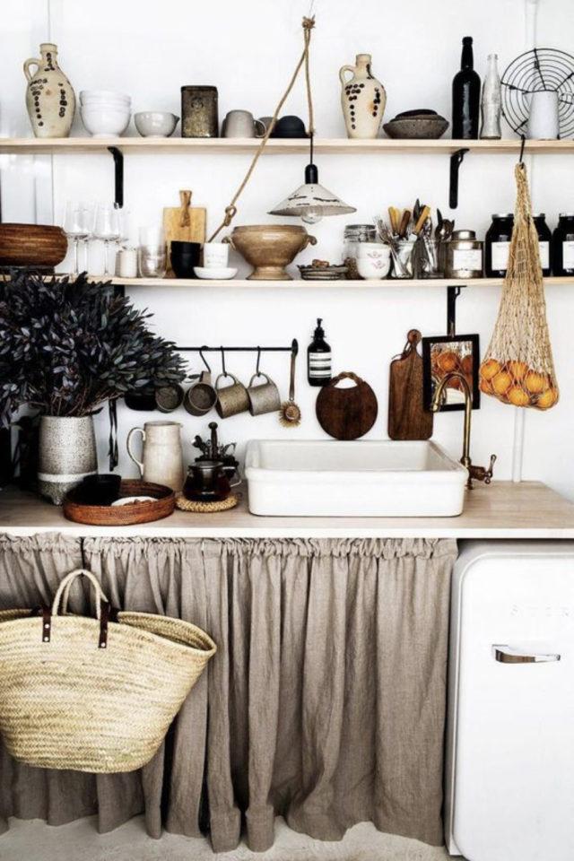 cuisine etagere maximalisme rangement blanc simple kinfolk rindeau sous plan de travail