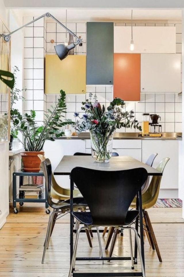 cuisine ouverte lumineuse exemple style memphis couleur salon séjour salle à manger