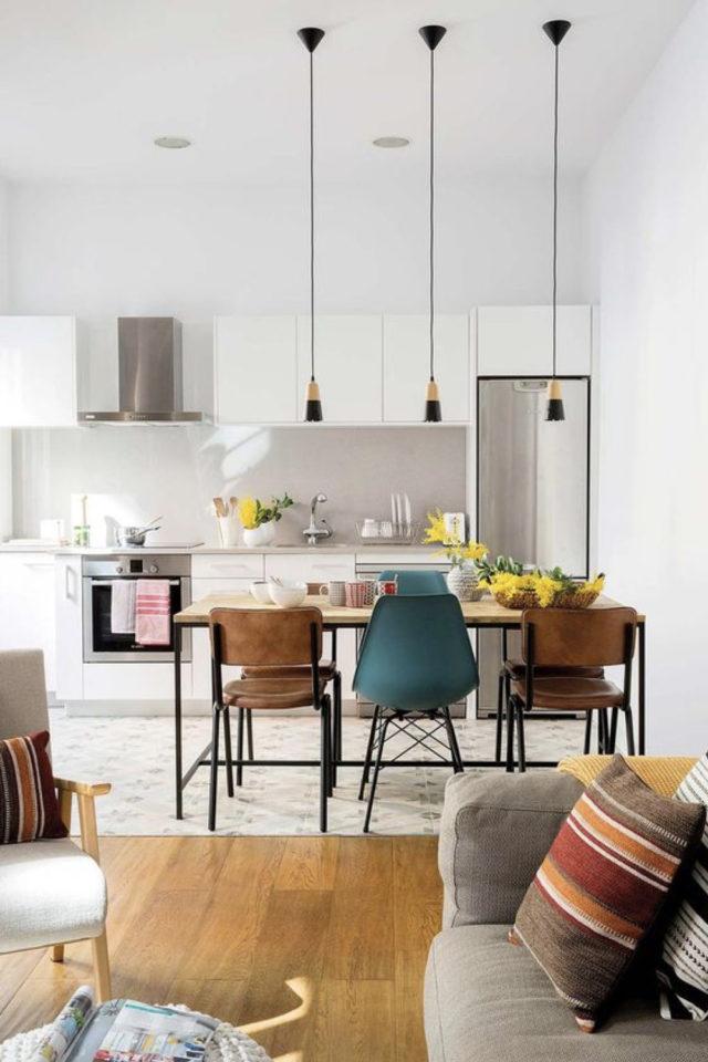 cuisine ouverte lumineuse exemple salle à manger séjour chaise dépareillées