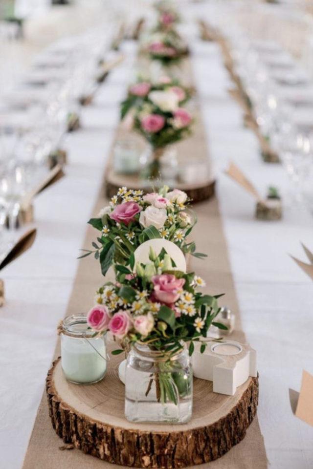decoration mariage centre table naturel elegant petit bouquet fleurs bougies chemin de table craft