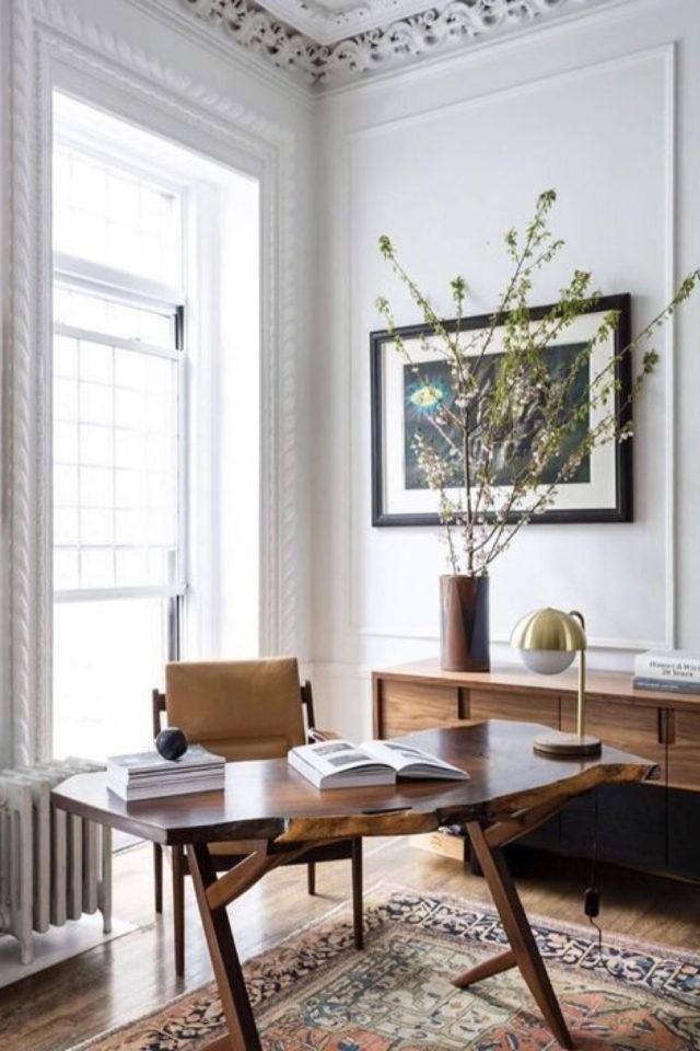 espace bureau salon exemple dos à la fenêtre bois élégance
