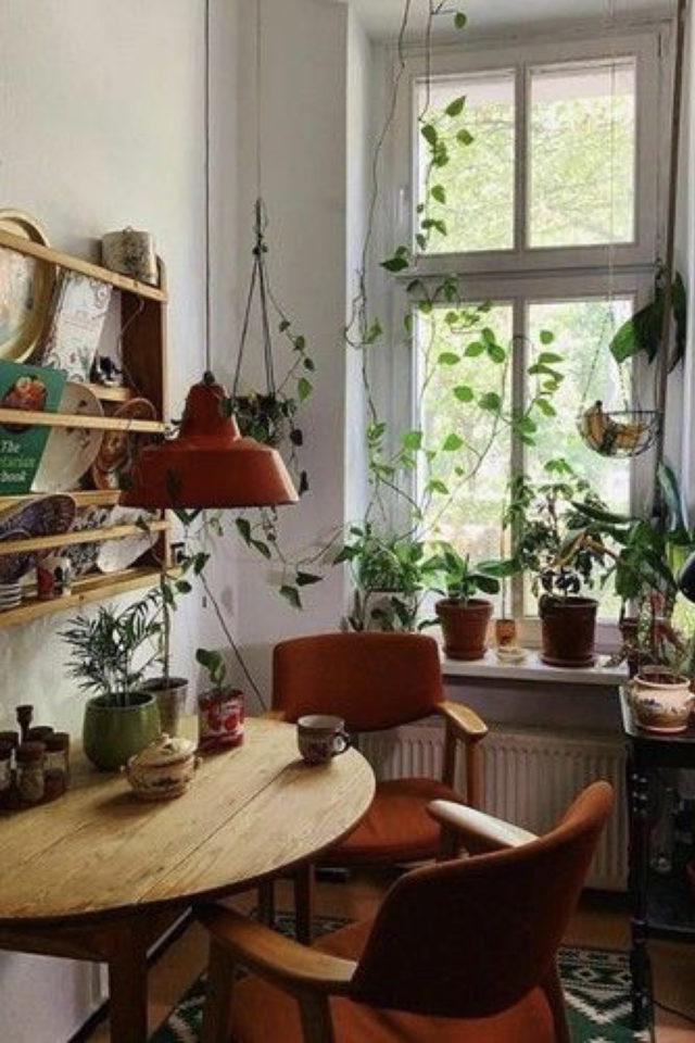 exemple coin repas choix table ronde pliante contre un mur petite cuisine séjour ouvert