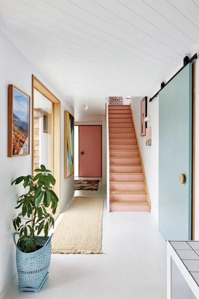 marche escalier peinture exemple couleur moderne rose corail