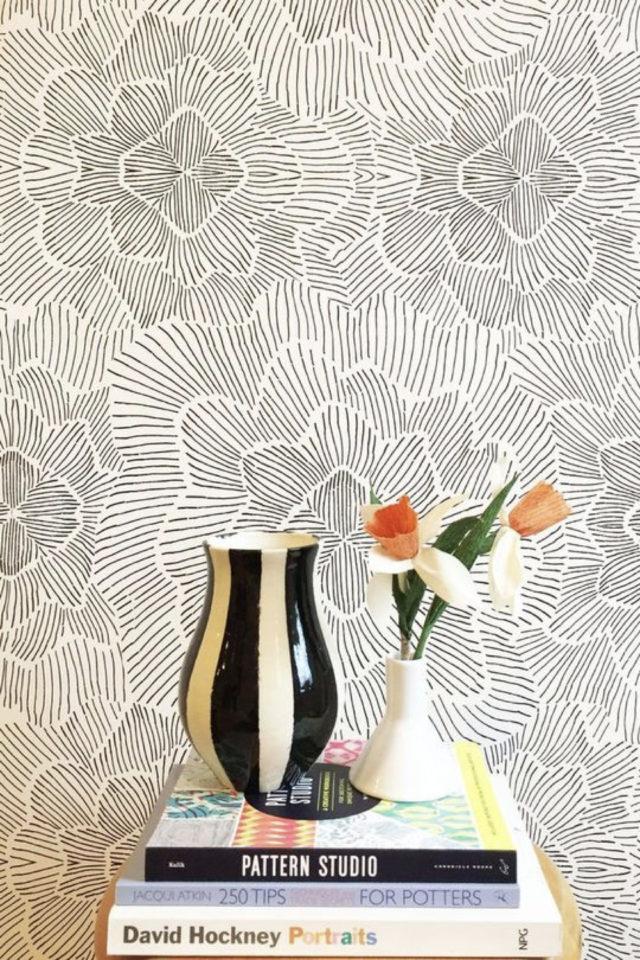 papier peint floral noir et blanc abstrait motif fleur trait graphique