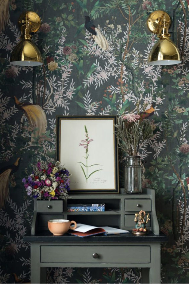 papier peint sombre motif vegetal espace bureau romantique idée décoration