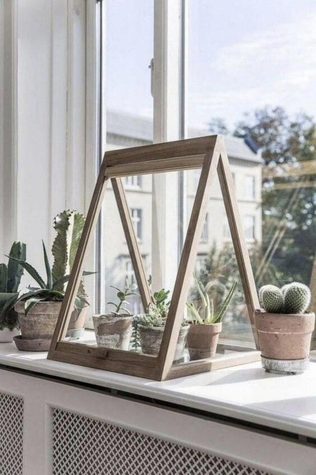petite serre interieur decoration exemple fore triangle rebord de fenêtre structure en bois