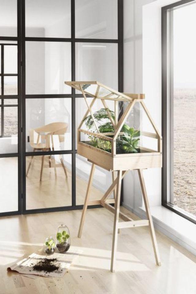 petite serre interieur decoration exemple structure en bois avec pied décor nature