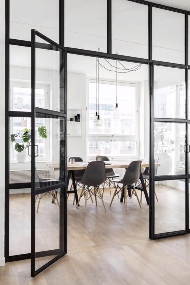 salle a manger verriere chic exemple avec porte vitrée élégance moderne tendance