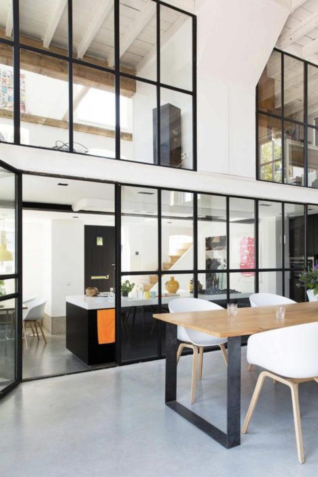 salle a manger verriere chic exemple esprit loft moderne grand espace et haute sous plafond cloison sans cloison